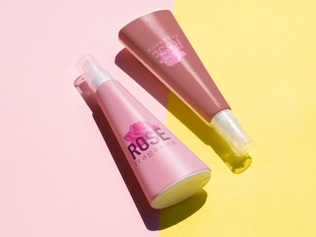 Conception de produits avec maquette de bouteilles roses