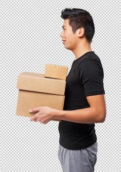 Cool homme chinois avec des boîtes