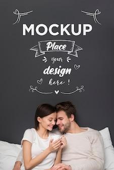 Couple d'amoureux au lit maquette