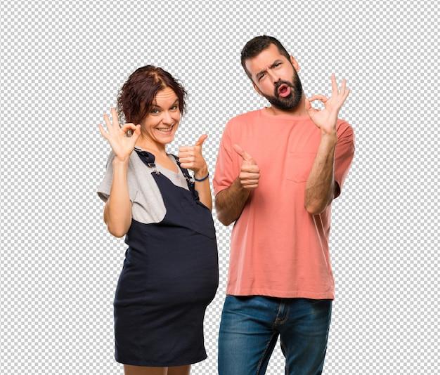 Couple, femme enceinte, signe ok, donner, pouce, geste, autre, main