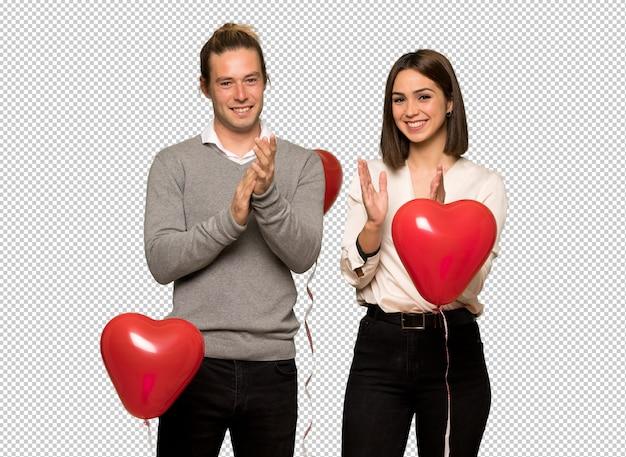 Couple, saint valentin, applaudir, après, présentation, dans, a, conférence