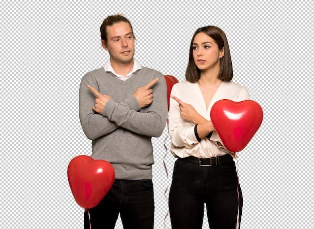 Couple en saint valentin montrant les latéraux ayant des doutes