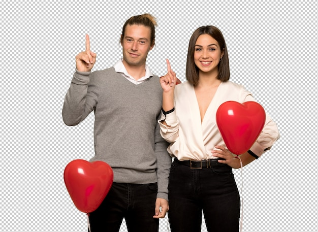 Couple à la saint valentin montrant et en levant un doigt en signe du meilleur
