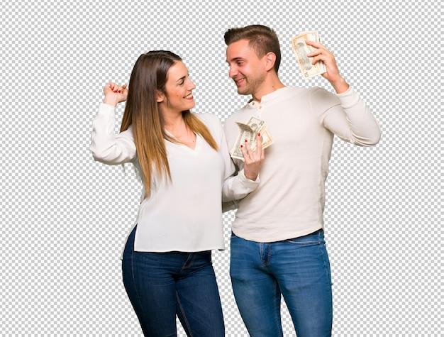 Couple en saint valentin prenant beaucoup d'argent