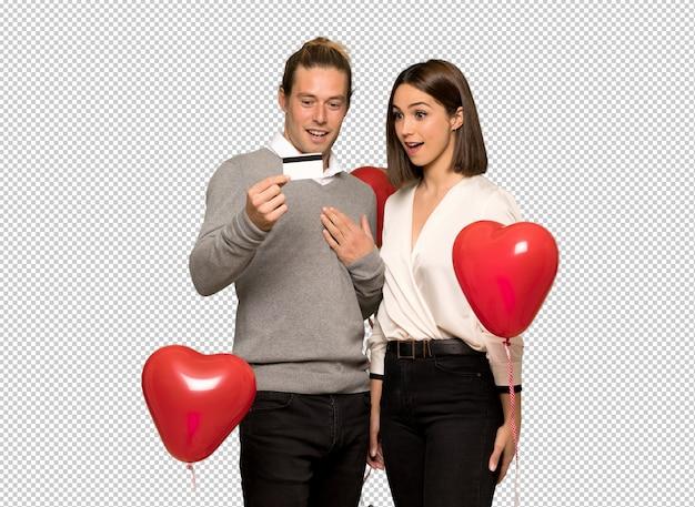 Couple en saint valentin surpris et envoyant un message