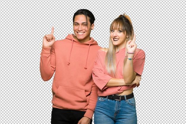 Dans la saint valentin jeune couple montrant et en levant un doigt en signe du meilleur