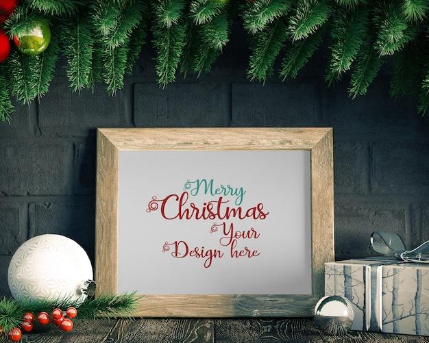 Décoration de noël avec maquette de cadre, arbre de noël et coffrets cadeaux