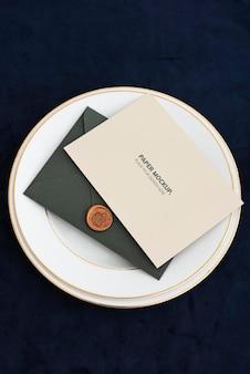 Décorations de cartes de voeux de célébration minimales