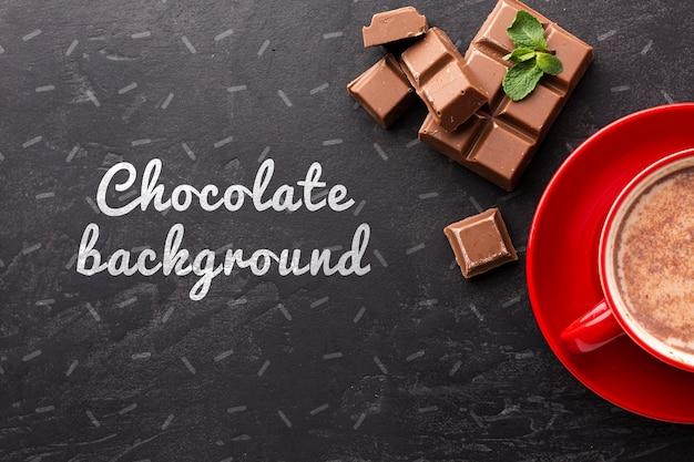 Délicieuse barre de chocolat avec maquette de fond noir
