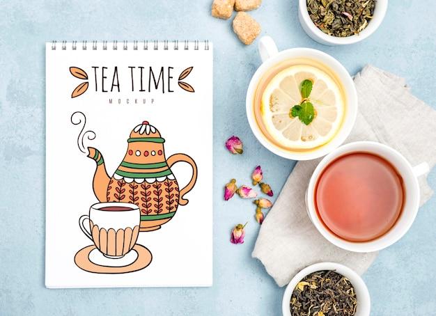 Délicieuse maquette de concept de thé aromatique