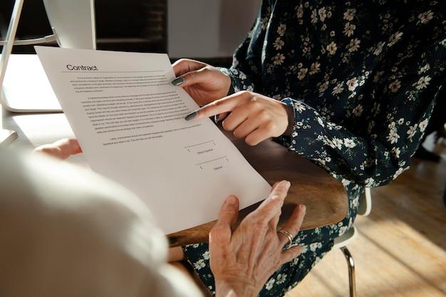 Discuter des détails d'un contrat