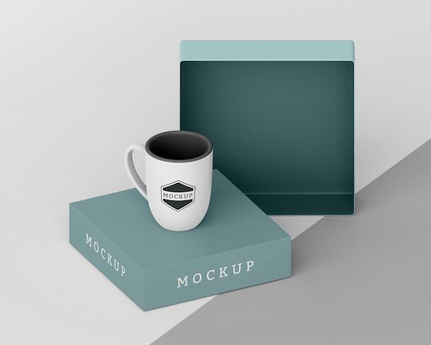 Disposition d'une boîte à mugs maquette