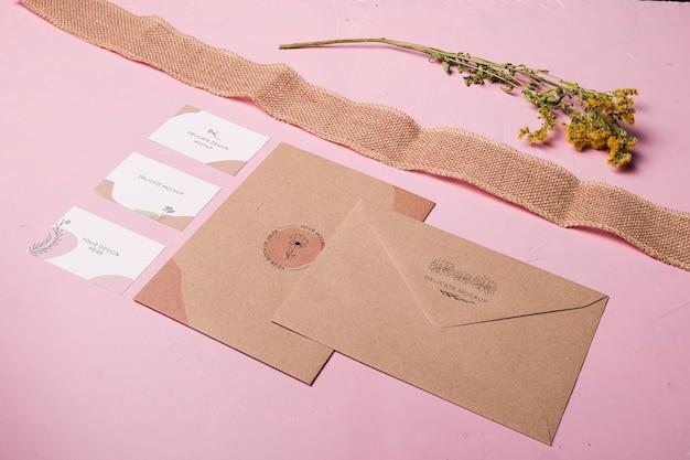 Disposition des enveloppes et des rubans