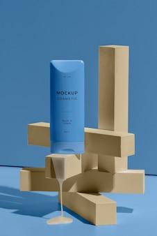 Disposition d'une maquette cosmétique avec des éléments fondants