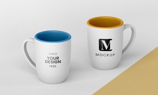 Disposition des tasses à café minimales