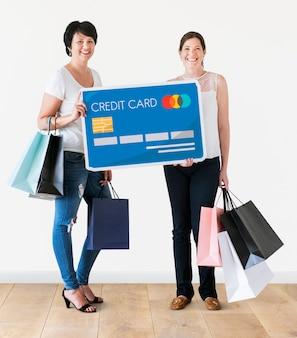 Diverses femmes avec icône de carte de crédit