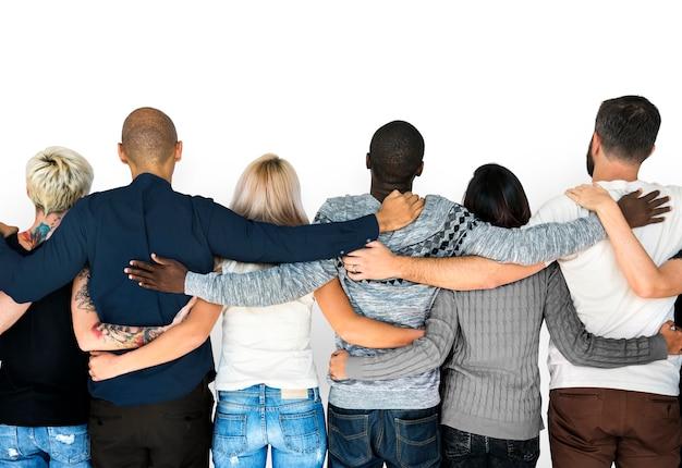 Diversité les gens amitiés se tiennent ensemble