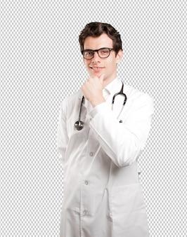 Docteur séduisant sur fond blanc