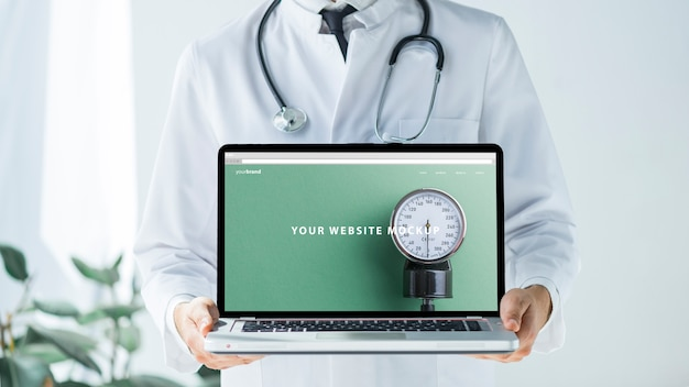 Docteur, tenue, ordinateur portable, maquette, site web