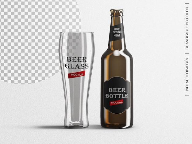 Emballage d'étiquette de bouteille de bière brune et créateur de scène de maquette en verre isolé