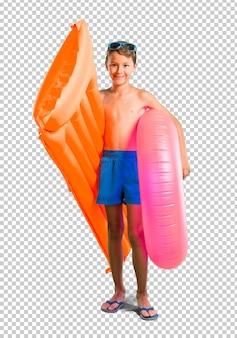 Enfant heureux en vacances d'été