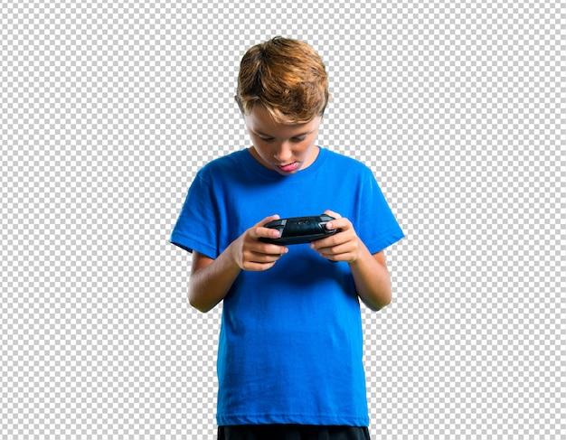 Enfant jouant de la console