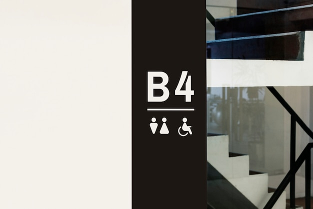 Enseigne à l'intérieur d'un bâtiment moderne