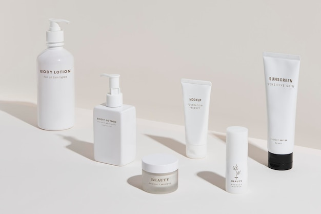 Ensemble de conception de maquette d'emballage de produits de beauté blancs