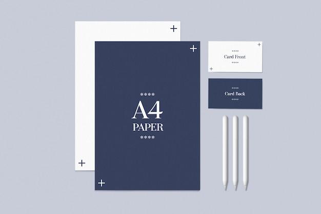 Ensemble stationnaire avec cartes de visite et maquette en papier