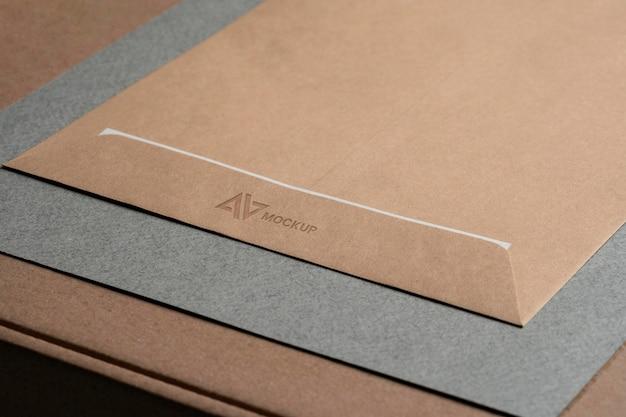 Entreprise de conception de logo maquette sur enveloppes