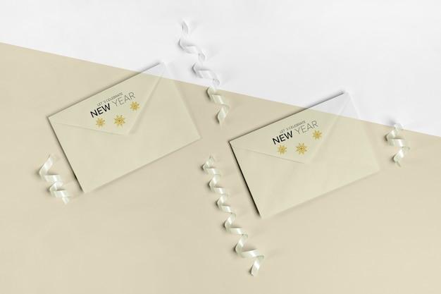 Enveloppe avec maquette de carte d'invitation