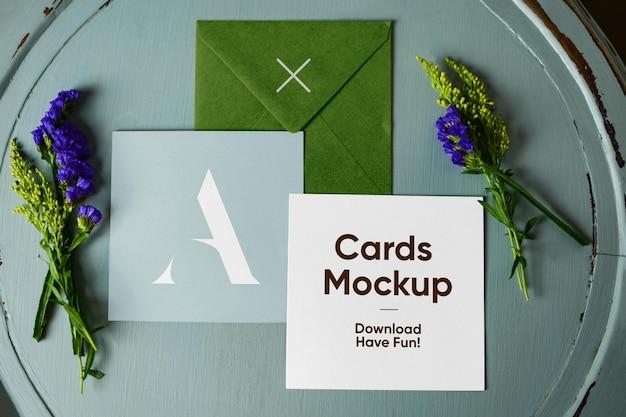 Enveloppe avec maquette de cartes