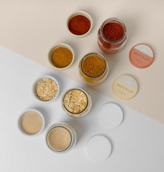 Épices naturelles avec composition de maquette d'étiquette