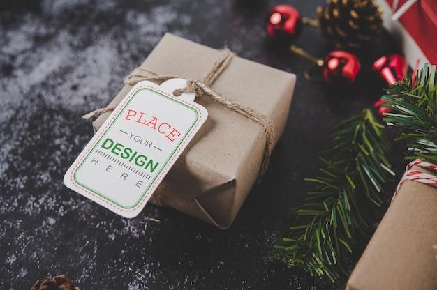 Étiquette de cadeau de noël sur boîte-cadeau