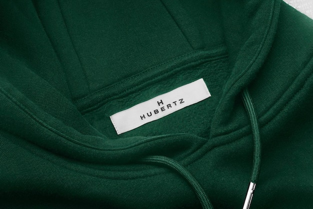 Étiquette à capuche verte avec logo maquette
