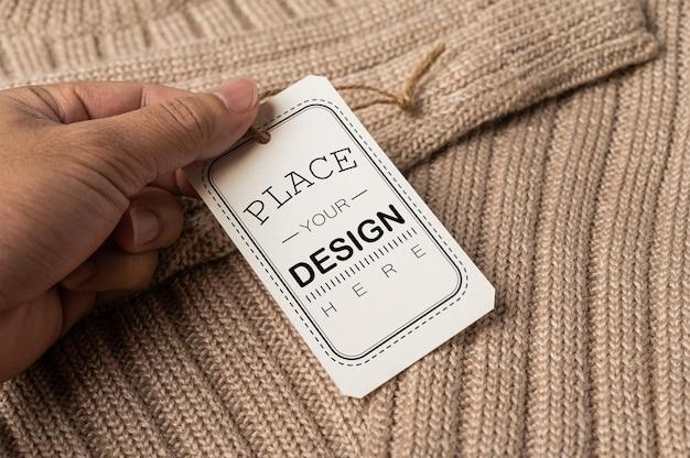 Étiquette de prix sur fond de maquette psd de chemise