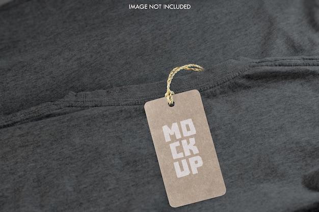 Étiquette de prix sur la maquette de la chemise psd