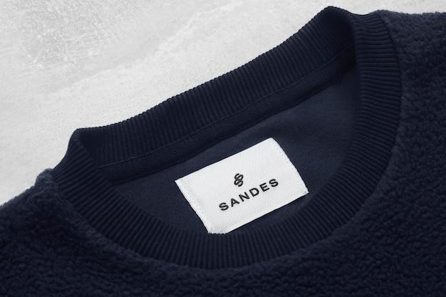 Étiquette de sweat-shirt bleu foncé avec logo maquette