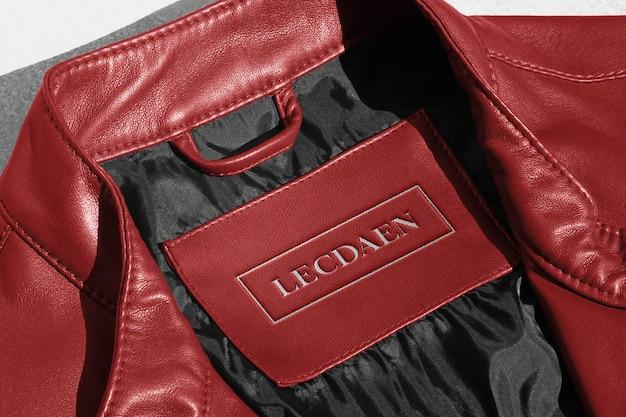 Étiquette de veste en cuir rouge avec logo maquette