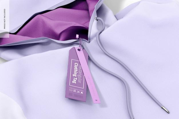 Étiquette de vêtements rectangulaire avec maquette à capuche, gros plan