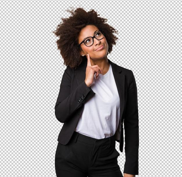 Femme d'affaires noire pense