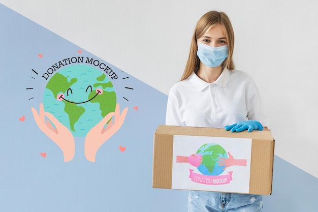Femme aidant avec des dons