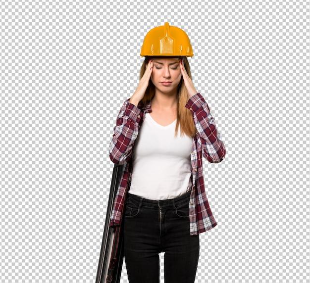 Femme architecte avec mal de tête