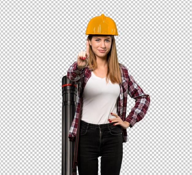 Femme architecte montrant et en levant un doigt