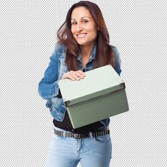 Femme avec une boîte