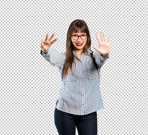Femme, lunettes, compter, huit, doigts