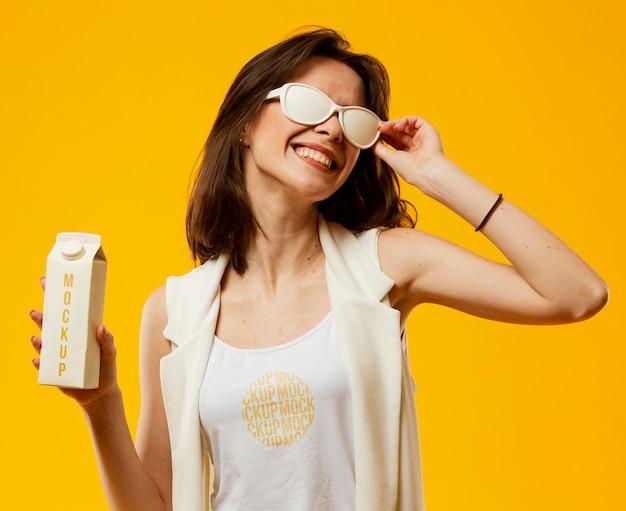 Femme, à, lunettes soleil