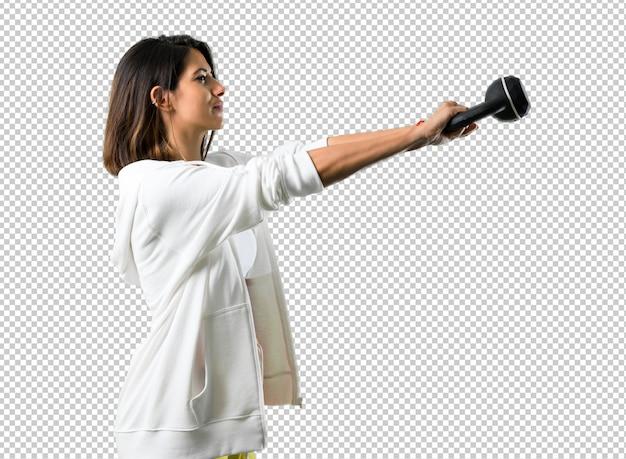 Femme de sport avec kettlebell