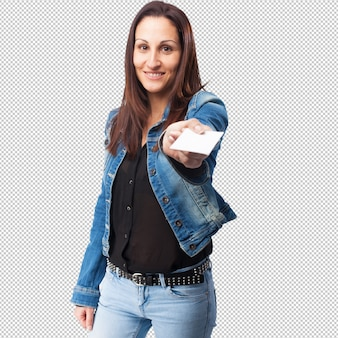 Femme tenant une carte de visite