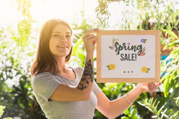 Femme, tenue, conseil, maquette, vente printemps